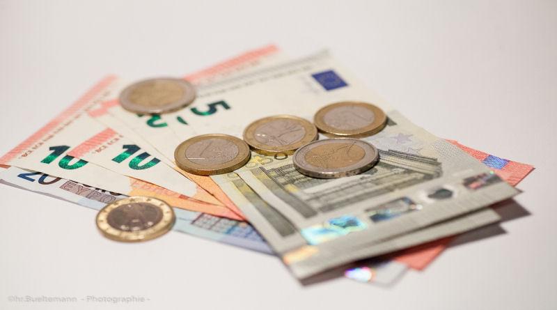 geldscheine-mit-muenzgeld