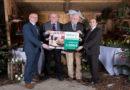 Sehr lobenswert : Vorweihnachtliche Hilfsaktion Dehner Hilfsfonds spendet 2.000 Euro an Tafel in Kassel