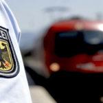 Bundespolizei bittet um Mithilfe:Streckensperrung – Fahrradfahrer fährt zwischen den Gleisen