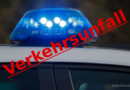 Pkw landet nach Unfall im Gleisbett – Polizei sucht Zeugen