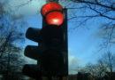 Betrunkener Autofahrer flüchtet nach Unfall über rote Ampeln und wird festgenommen