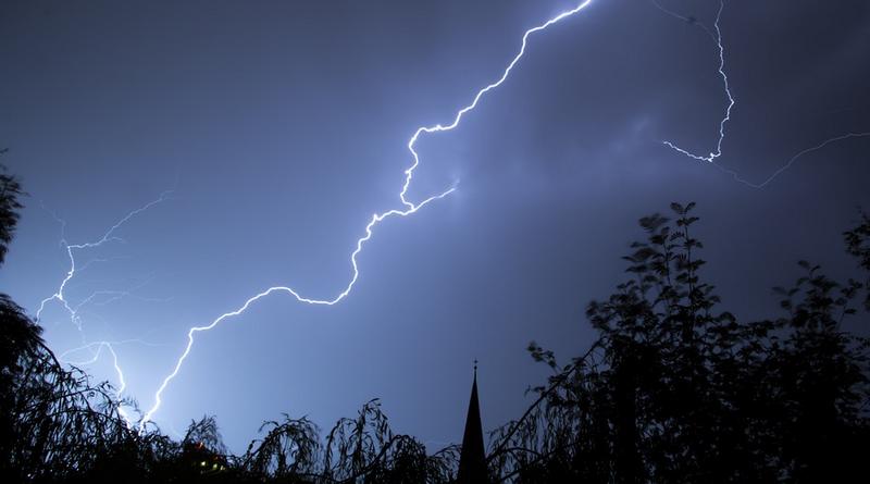 So schützen Sie sich vor Blitz und Donner Der Senioren Ratgeber gibt Tipps, wie man sich richtig verhält