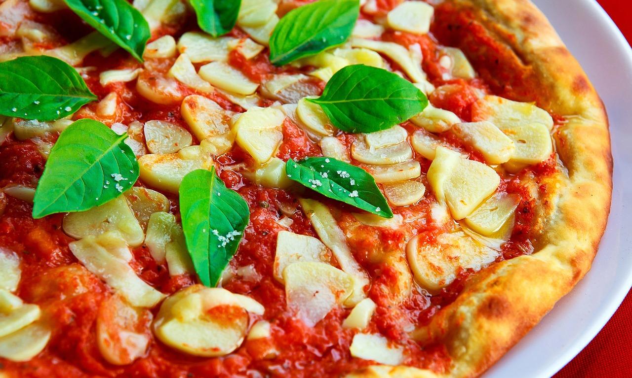 Polizeibeamter auf dem Weg zum Dienst stoppt drogenberauschten Pizzafahrer