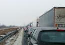 Autobahnen voll mit Narren und Wintersportlern