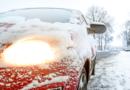 Eis und Schnee vor der Fahrt entfernen