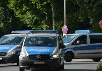 Durchsuchungen: Hessische Polizei stellt Waffen und NS-Devotionalien sicher