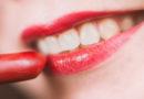 Beauty-Trick: Nie mehr Lippenstift am Zahn