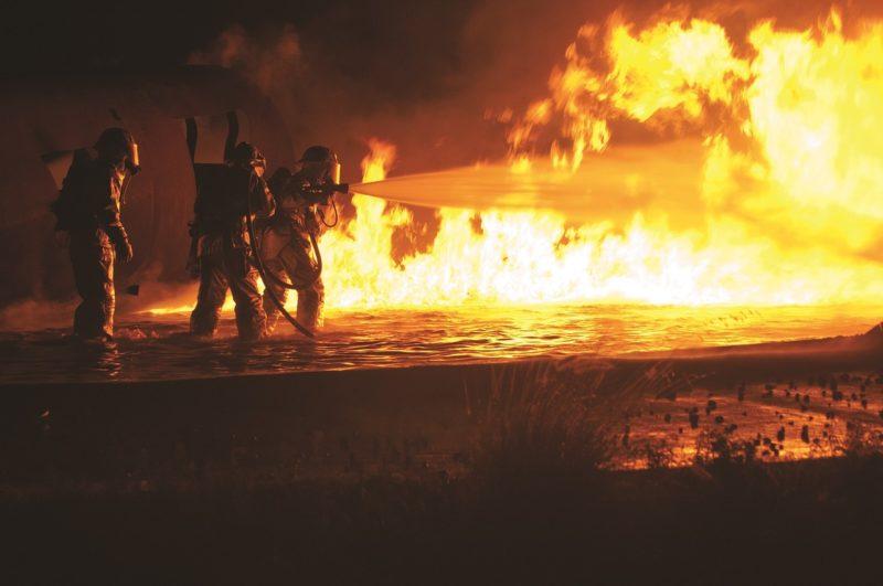 400 m² Fläche in Dönche abgebrannt – Feuerwehr verhindert eine Ausbreitung