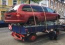 Da staunt die Polizei: Skurriles Treckergespann: Sicher ist an dieser Ladung fast gar nichts