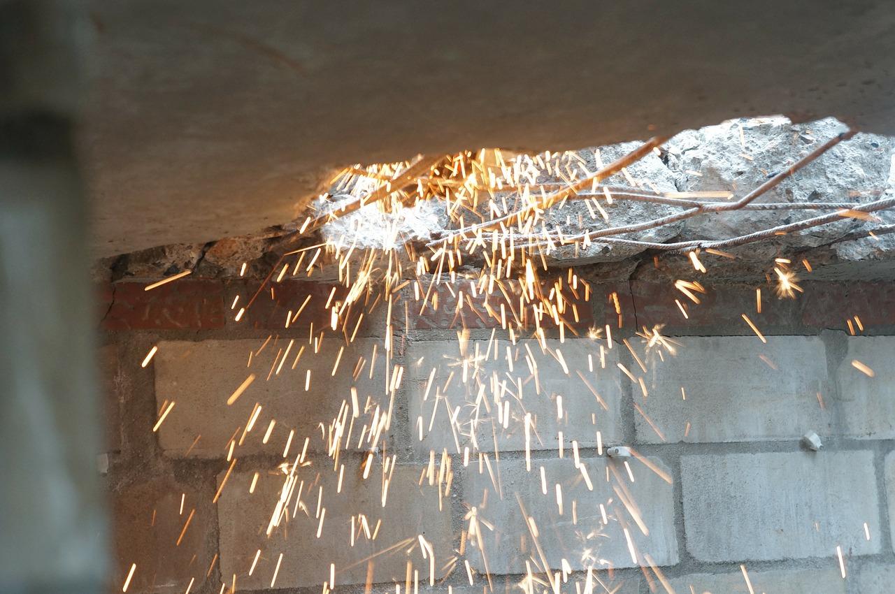Waldau: Unbekannter erbeutet bei heißer Arbeit noch unbekannten Betrag; Zeugen gesucht