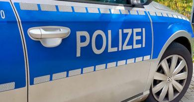 Unbeteiligte Gruppe verhilft unbekannter Ladendiebin zur Flucht: Zeugen gesucht