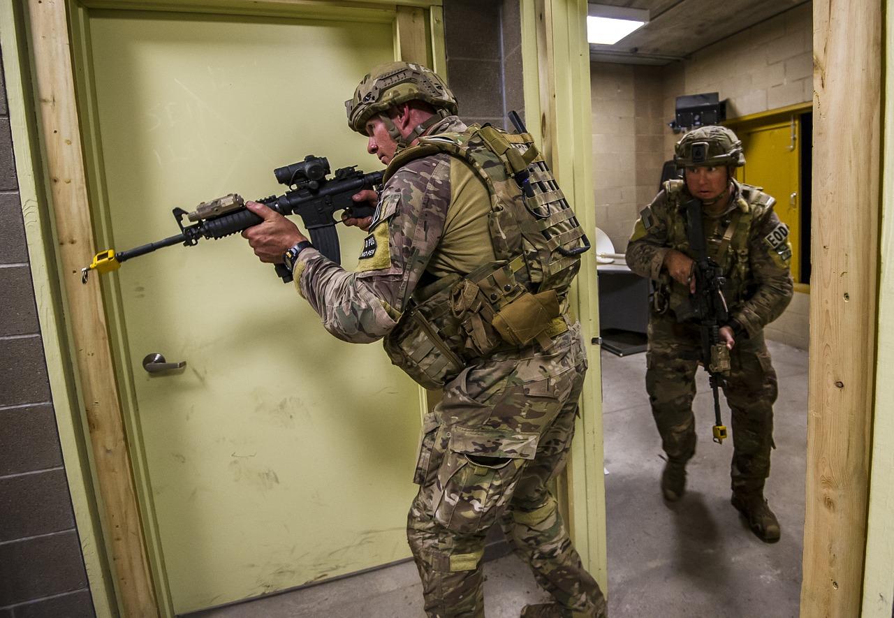 Wie dumm sowas:  Foto mit Sturmgewehr in sozialen Netzwerken rief SEK auf den Plan