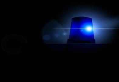 Blaulicht zum schnelleren Vorankommen benutzt? Polizei stoppt weißen Cayenne und sucht den Zeugen, der Streife ansprach