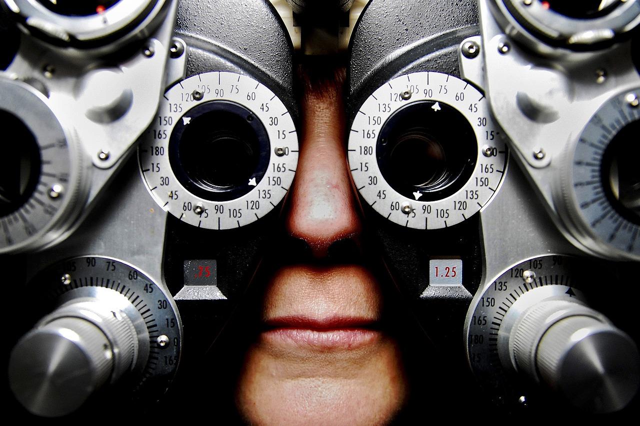 Weiche Kontaktlinsen vertragen sich nicht mit Augentropfen