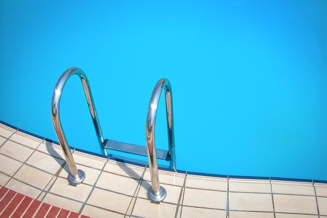 Bau eines Schwimmbeckens rechtfertigt fristlose Kündigung