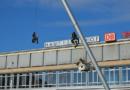 Kletteraktion am Himmelsstürmer klagt Klimakiller RWE an Kassel