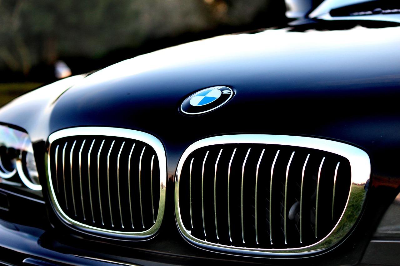 Mit neuen Hochvoltbatterien zu nochmals größerer Reichweite bei BMW typischer Sportlichkeit