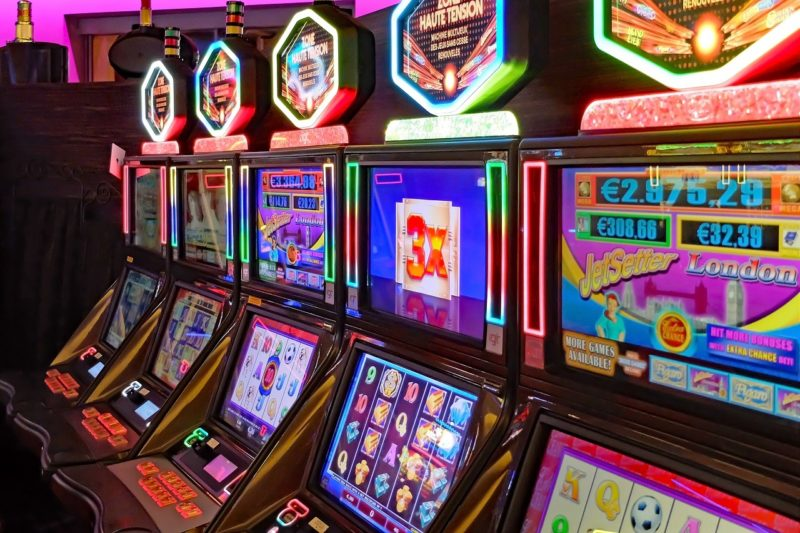 Gemeinsame Kontrollen von Gaststätten, Spielhallen und Wettbüros durch Polizei und Ordnungsamt: Zahlreiche Verstöße festgestellt