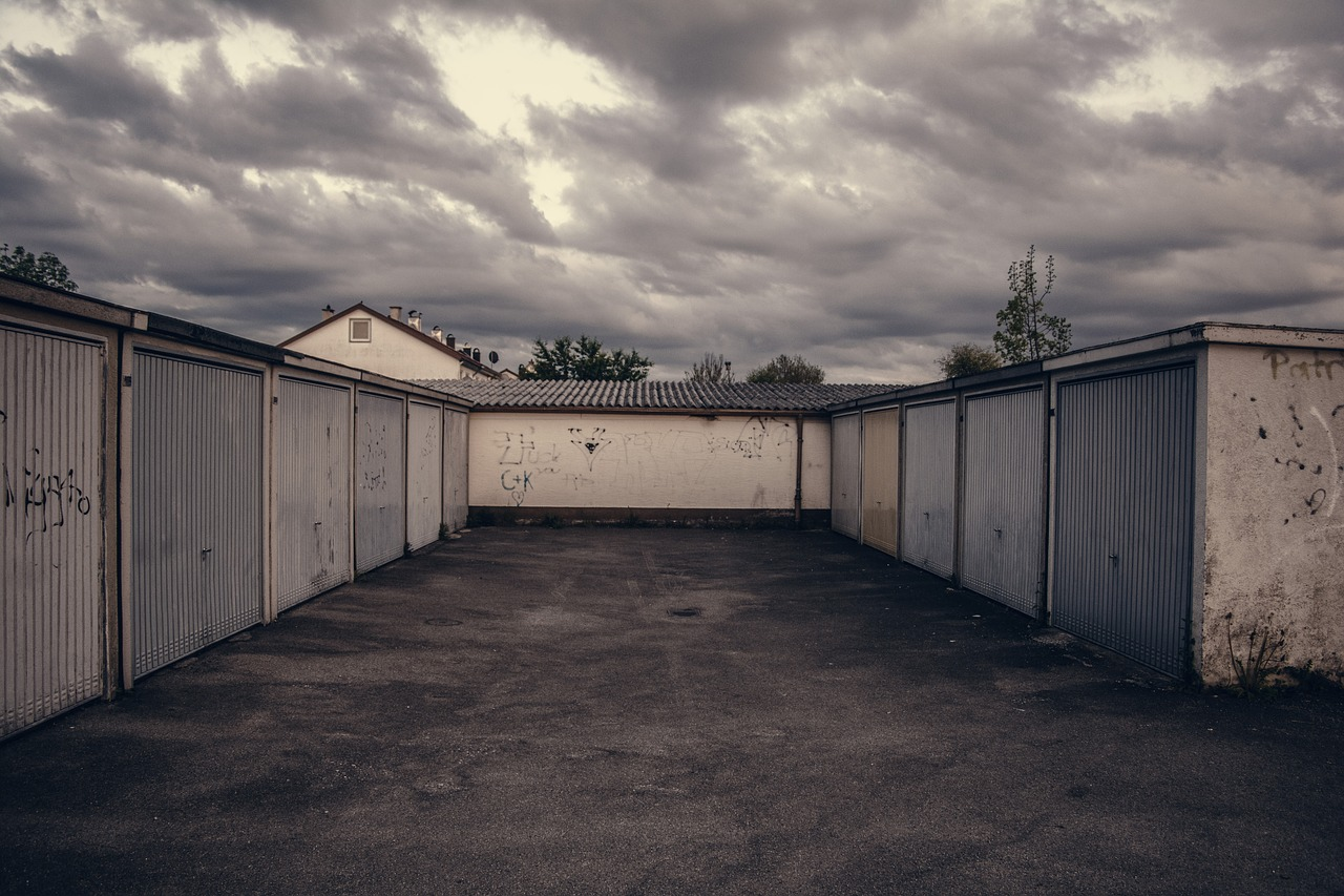 Parken VOR der Garage: Mithaftung bei Autodiebstahl