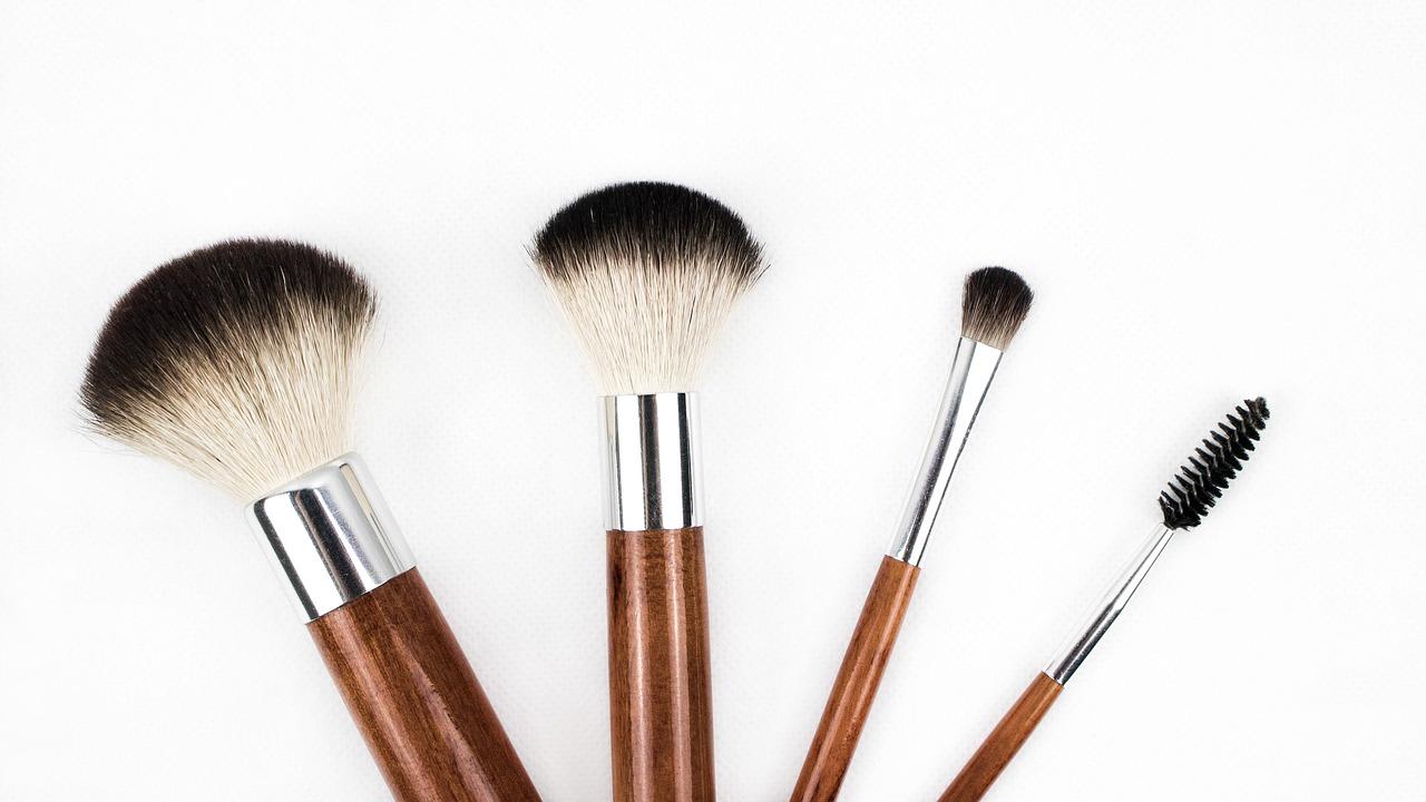 Kosmetikpinsel wöchentlich reinigen