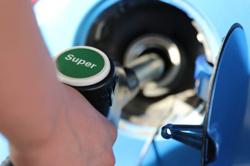 Benzin im Oktober billiger, Diesel teurer