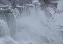 Unglaubliche Bilder: Die Niagarafälle sind zugefroren