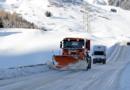 Schneebedeckte oder vereiste Straße: Räumdienst auf keinen Fall überholen