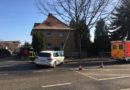 Auto kracht gegen Laterne: Fahrer verletzt und rund 20.000 Euro Schaden