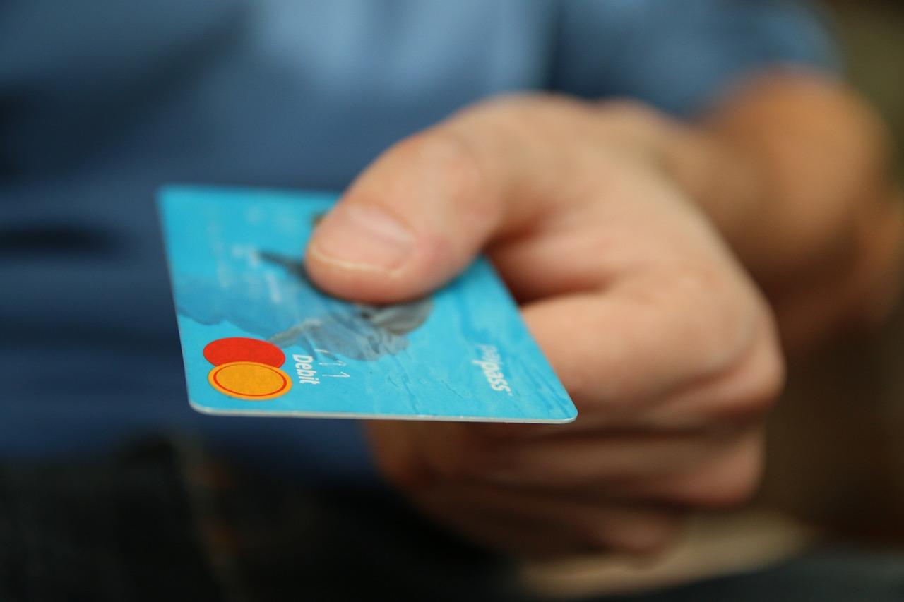 Schwalmstadt-Treysa – Falscher Polizeibeamter ruft an – Betrug von Bankmitarbeiter vereitelt