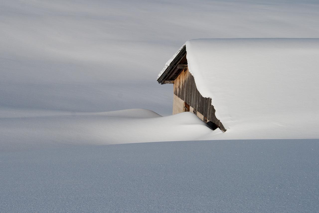 Weiße Gefahr auf dem Dach