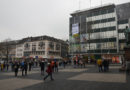 Spektakuläre Banneraktion am Opernplatz fordert Klimarebellion