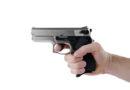 Kassel: Bewaffnete Täter überfallen Einkaufsmarkt und erbeuten Bargeld – Zeugen gesucht