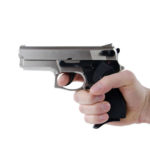 Streitigkeiten enden in Schussabgabe – Polizei sucht Zeugen, die Hinweise auf den flüchtigen Schützen geben können