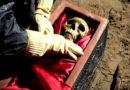 Bizarres Ritual: Vietnamesen graben Tote wieder aus