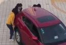 Kurios: Drei Frauen wollen Auto in Parklücke tragen