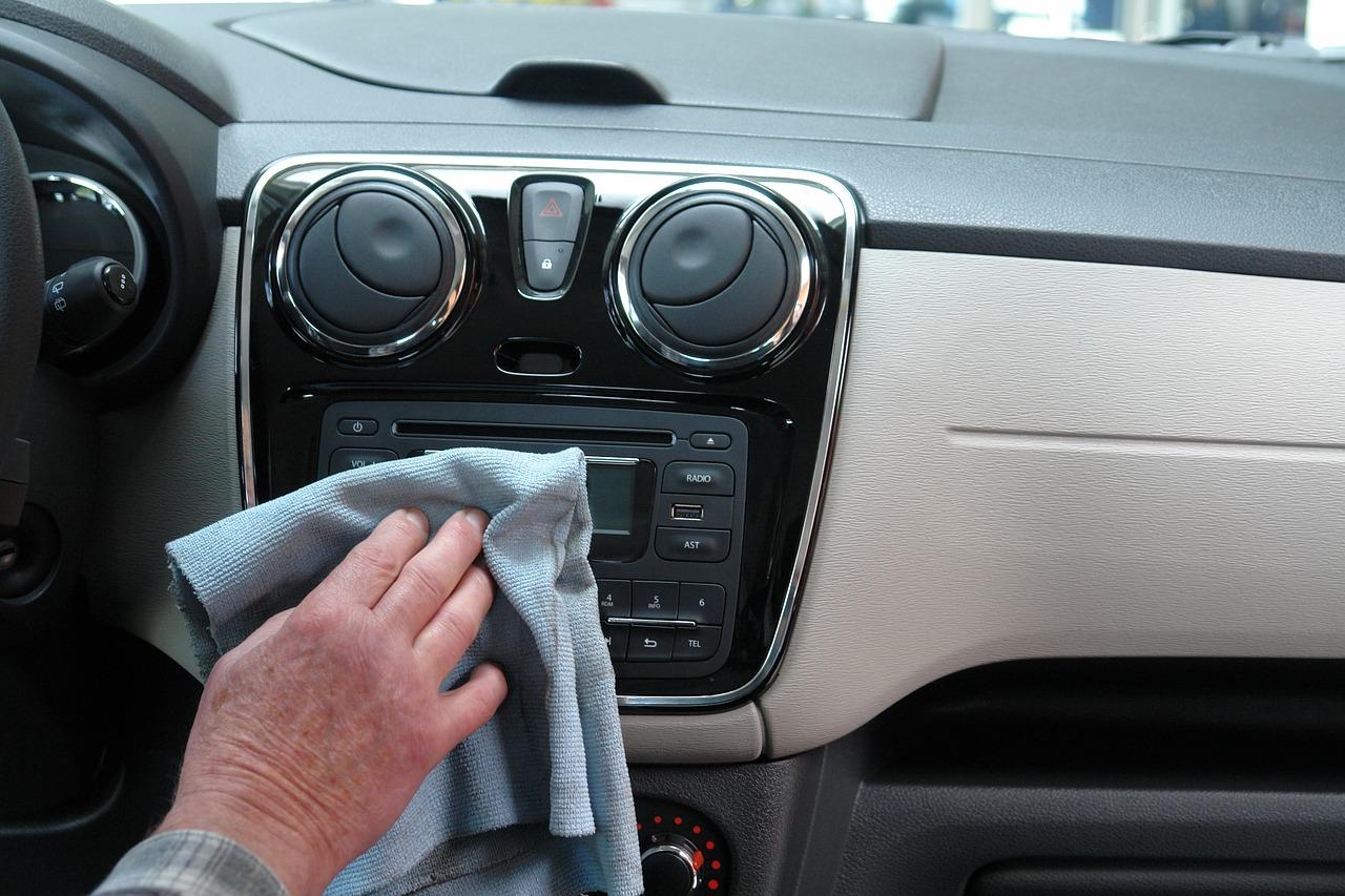 Autofrühling! So wird das Auto fit für Frühjahr und Sommer Pflege dient dem Werterhalt des Fahrzeugs