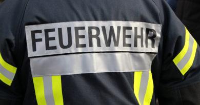 Brand im Mehrfamilienhaus – Person springt aus 3.OG -Schwerverletzt