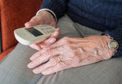 Enkeltrickbetrüger bringen Seniorin in Hertingshausen um ihr Erspartes: Polizei sucht Zeugen
