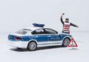 Flucht mit gestohlenem Auto endet nach mehreren Unfällen: Streife schnappt Trio bei Fahndung