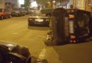 Randalierer werfen Smart um und verursachen Schaden von etwa 15.000 Euro: Polizei sucht Zeugen