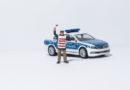 Illegales Autorennen im Steinweg- Polizei stoppt Golf: Zeugenhinweise auf beteiligten BMW erbeten