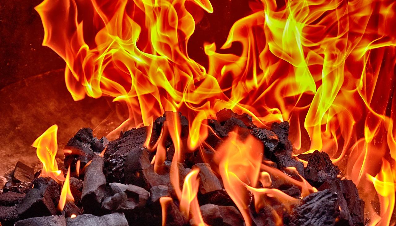 Nach der Strandparty: heiße Grillkohle nicht einfach vergraben