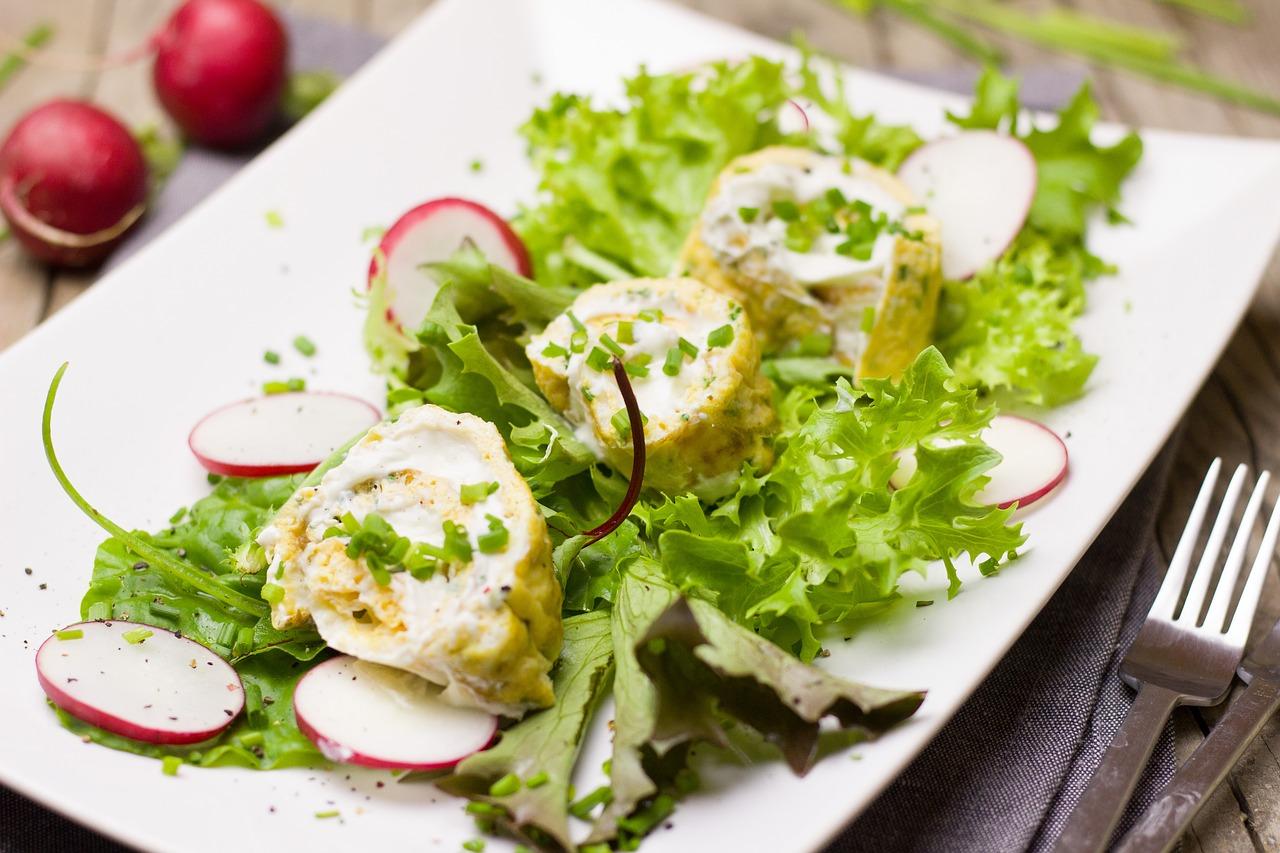 Ab in die Gartenküche: Kopfsalat mit Radieschen