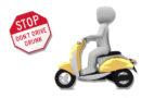 Betrunkener Rollerfahrer ohne Führerschein verursacht Unfall: Polizei zieht ihn aus dem Verkehr