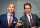 Deutscher Fahrradpreis 2019 Scheuer verleiht Preis für Fahrradfreundlichste Persönlichkeit an Max Raabe