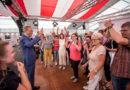 Staatsminister Axel Wintermeyer zeichnet den  Hörgeschädigten-Bund Bad Hersfeld als Initiative des Monats aus