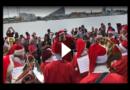 Mitten im Sommer: Weihnachtsmänner treffen sich in Kopenhagen