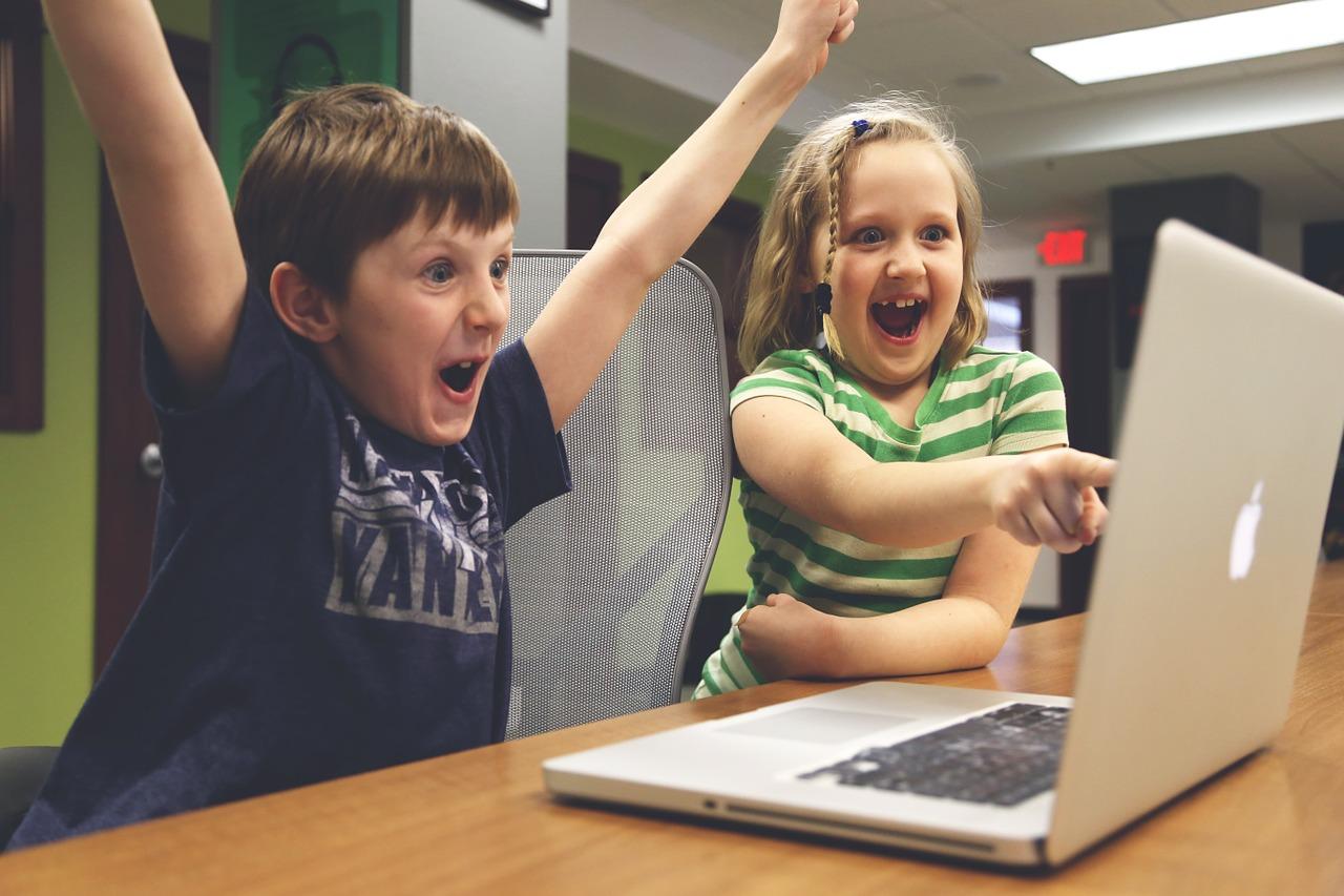 Chancen wahrnehmen – Risiken bannen Kinderkommission fordert durchdachte Vorbereitung der Kinder auf die digitale Welt und besseren Schutz vor Übergriffen