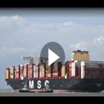 Größtes Containerschiff der Welt legt in Bremerhaven an