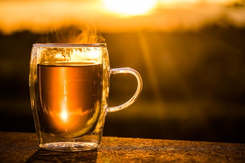 Reisedurchfall: Schwarzer Tee und Salzgebäck lindern Beschwerden